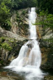 白糸瀑布和山城跡等看點滿滿 福智山・鷹取山